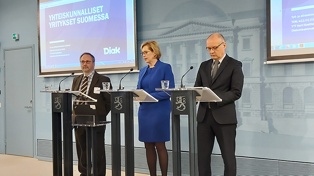 Harri Kostilainen, Tuula Haatainen and Kimmo Ruth.