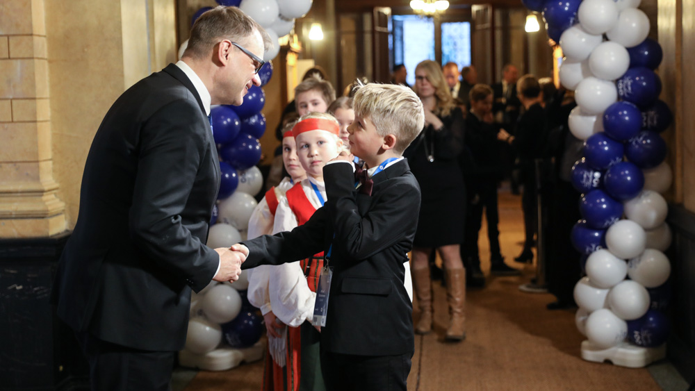 Children celebrated Finland's independence in a reception hosted by Prime Minister Sipilä